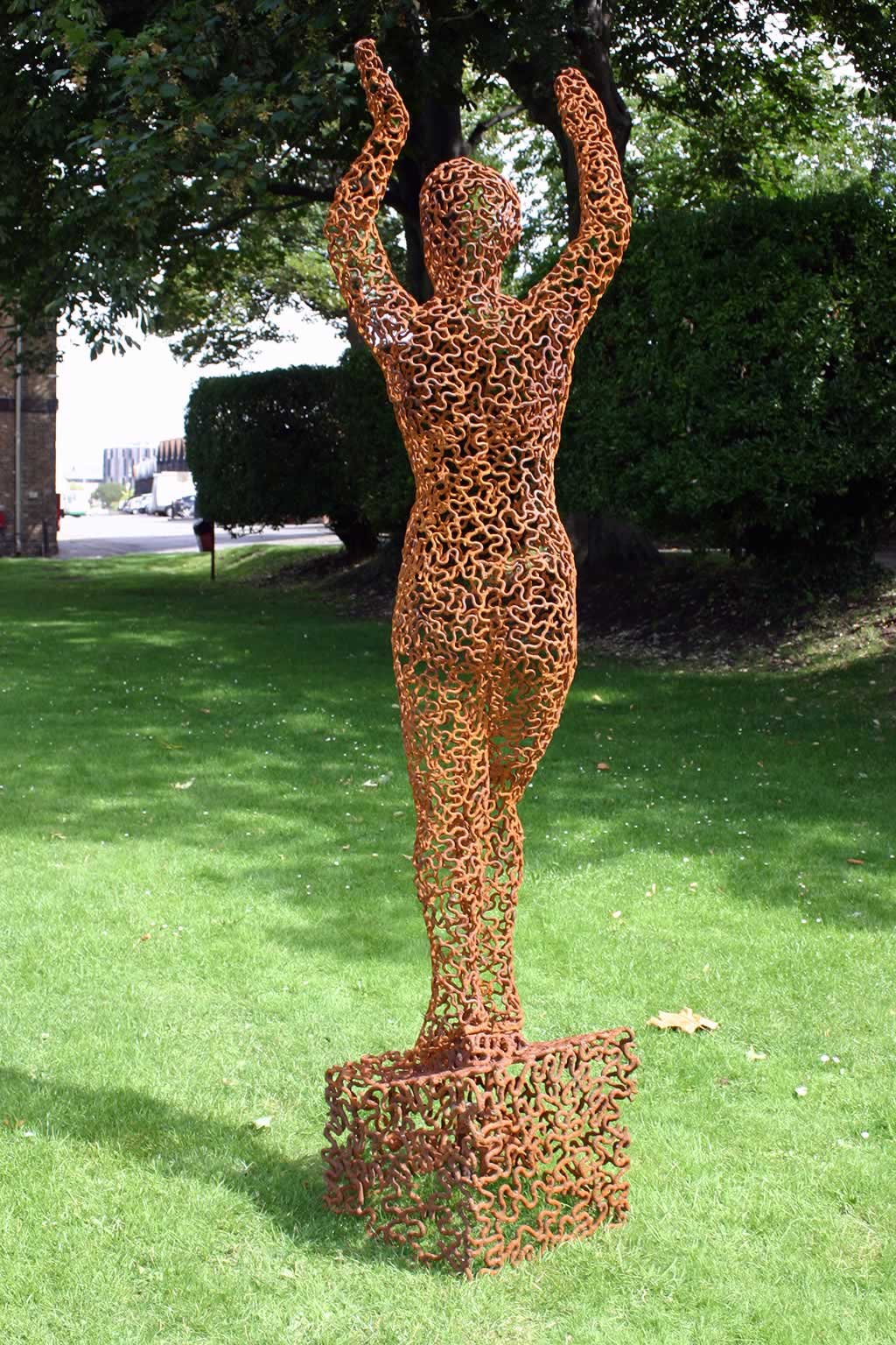 Eve (abstract figurative sculpture) by sculptor Ian Campbell-Briggs