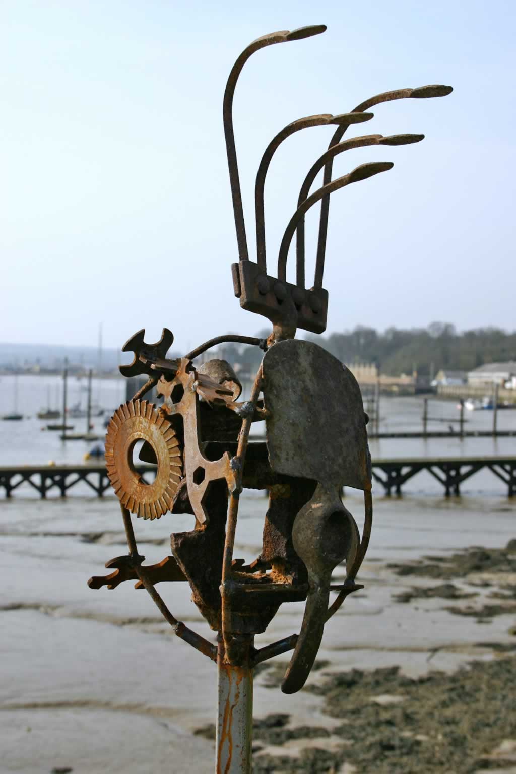 Medusa (abstract sculpture) by sculptor Ian Campbell-Briggs
